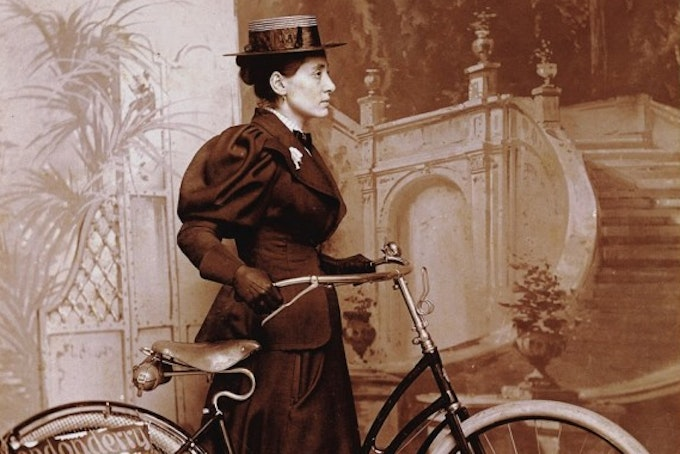 Annie Londonderry - lady with bike