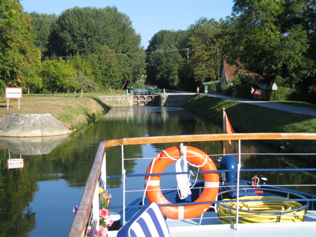 Canal du Nivernais, Burgundy, France, cruising, barge, barging, French, caves, wine, locks