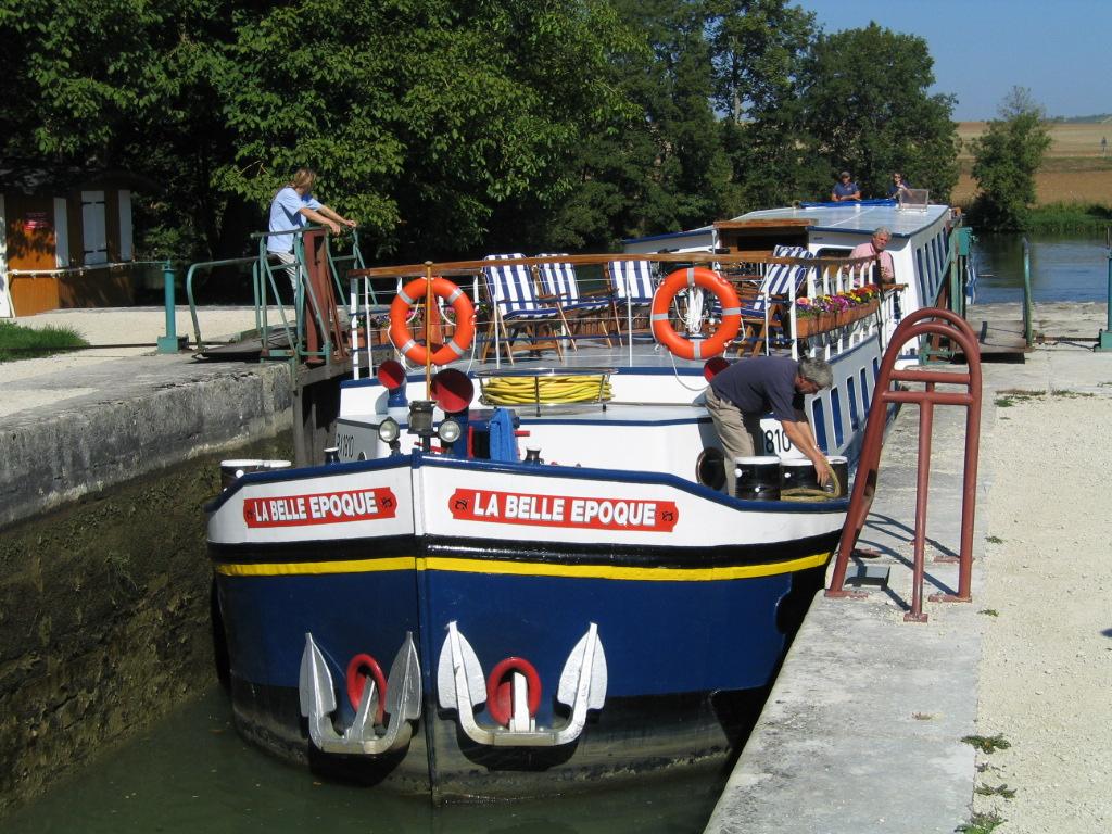 Canal du Nivernais, Burgundy, France, cruising, barge, barging, locks, French,