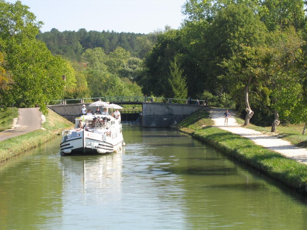 Canal du Nivernais, Burgundy, France, cruising, barge, barging, locks, French