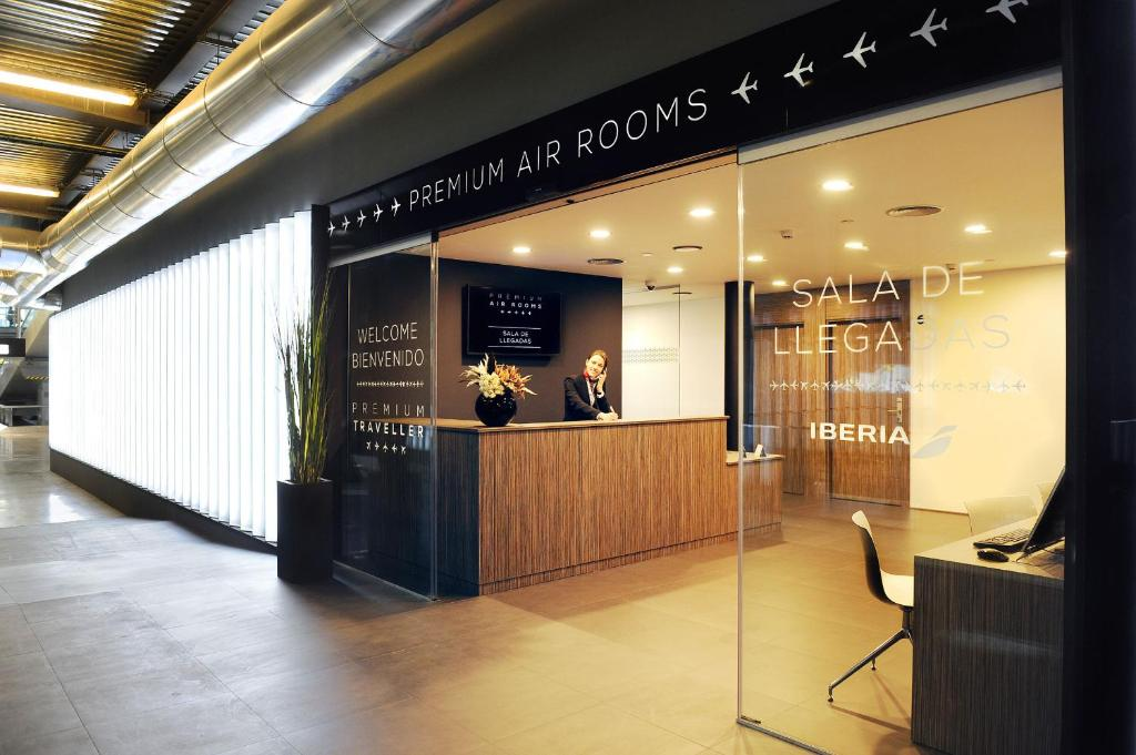 Air Rooms Madrid Airport Hotel entrance