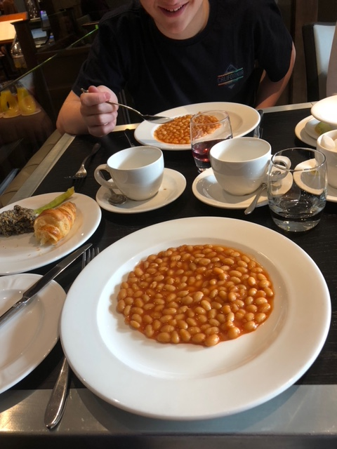 bagpipes,baked beans,Scotland,Edinburgh