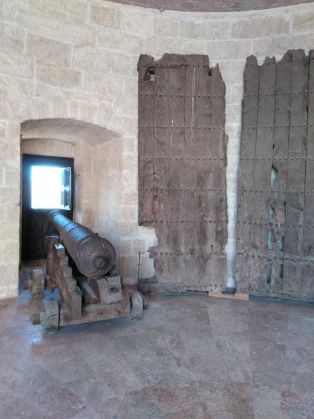 canon and huge old door in the Alcazaba Almeria