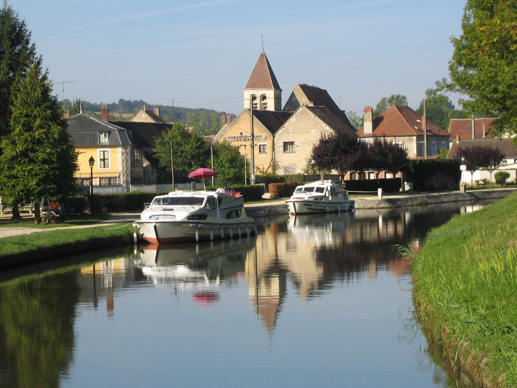 Canal du Nivernais, Burgundy, France, cruising, barge, barging, locks, French, Auxerre, medieval
